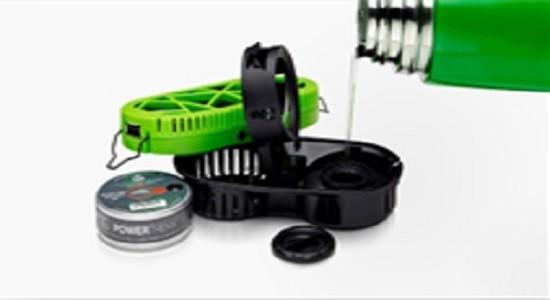 Использовать его очень легко-вставь дисковый топливный элемент PowerTrekk и добавить воды
